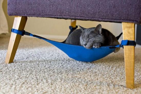 Производство мини-гамаков для кошек