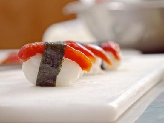 Вегетарианские суши из помидоров