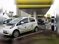 Зарядка электромобилей будет возможна на АЗС, парковках и у ТЦ