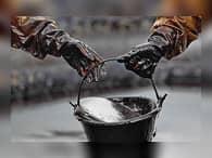 Нефть подешевела из-за рекордной добычи в Саудовской Аравии