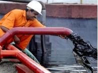 Фьючерсы на нефть подорожали в начале торгов в понедельник