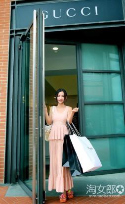 Курьерская служба: доставка товаров девушками модельной внешности