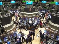 Американский рынок акций достиг исторических максимумов благодаря печатному станку