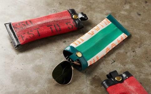 Производство модных аксессуаров из старых пожарных рукавов